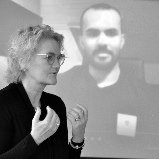 Sandra Volz auf einem Vortrag
